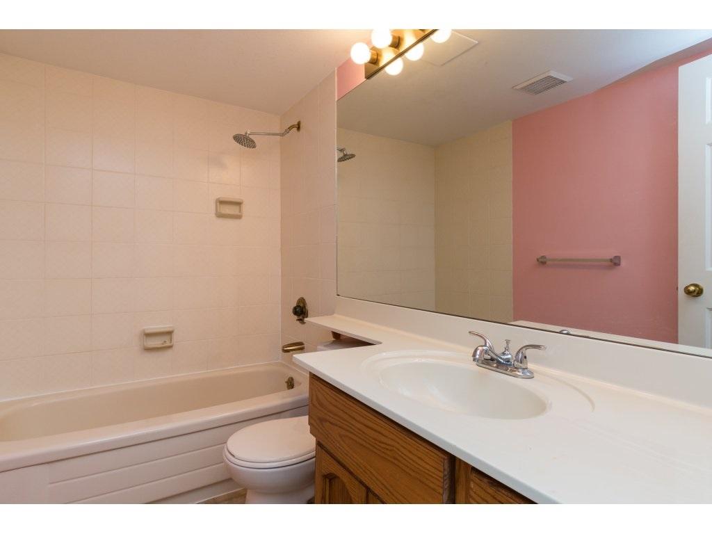 Condo Apartment at 102 14957 THRIFT AVENUE, Unit 102, South Surrey White Rock, British Columbia. Image 12