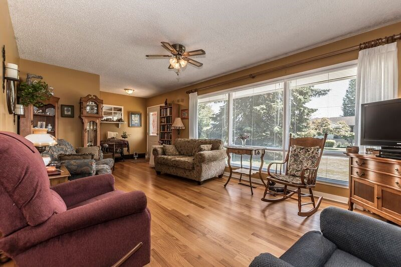 Detached at 45817 BERKELEY AVENUE, Chilliwack, British Columbia. Image 4