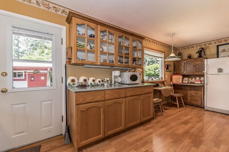 Detached at 45817 BERKELEY AVENUE, Chilliwack, British Columbia. Image 7