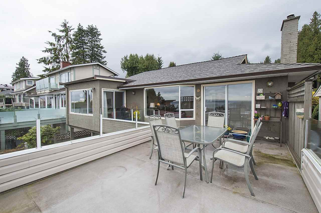 Detached at 1120 QUEENS AVENUE, West Vancouver, British Columbia. Image 10