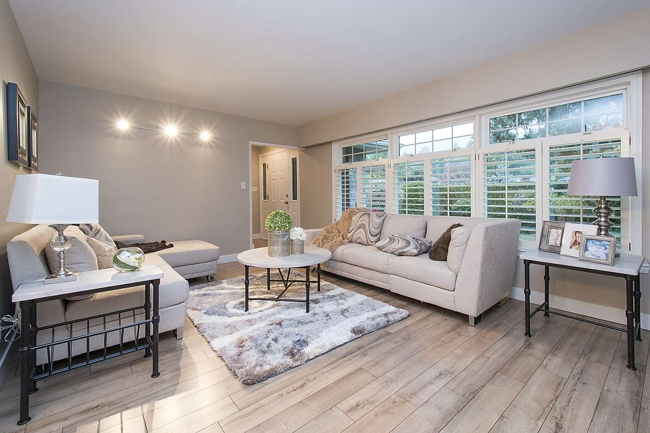 Detached at 1036 KINGS AVENUE, West Vancouver, British Columbia. Image 2