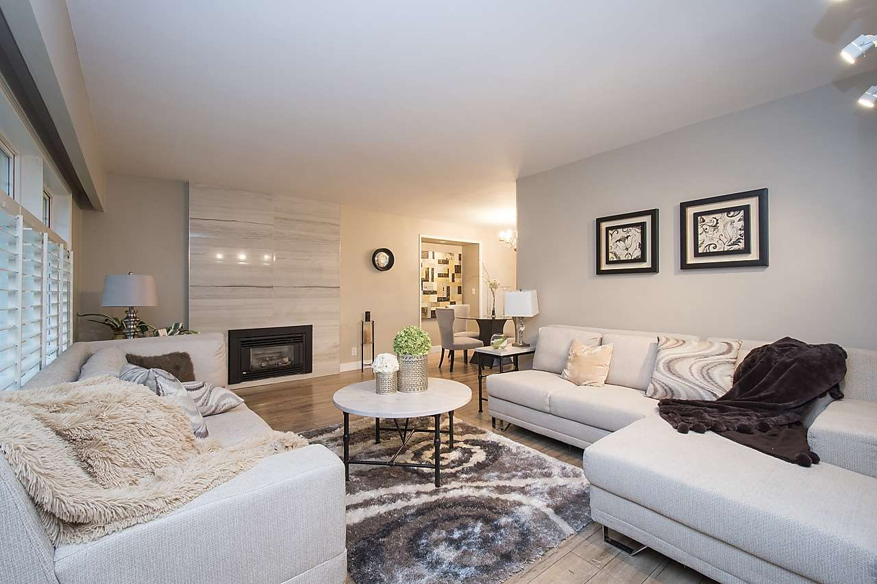 Detached at 1036 KINGS AVENUE, West Vancouver, British Columbia. Image 3