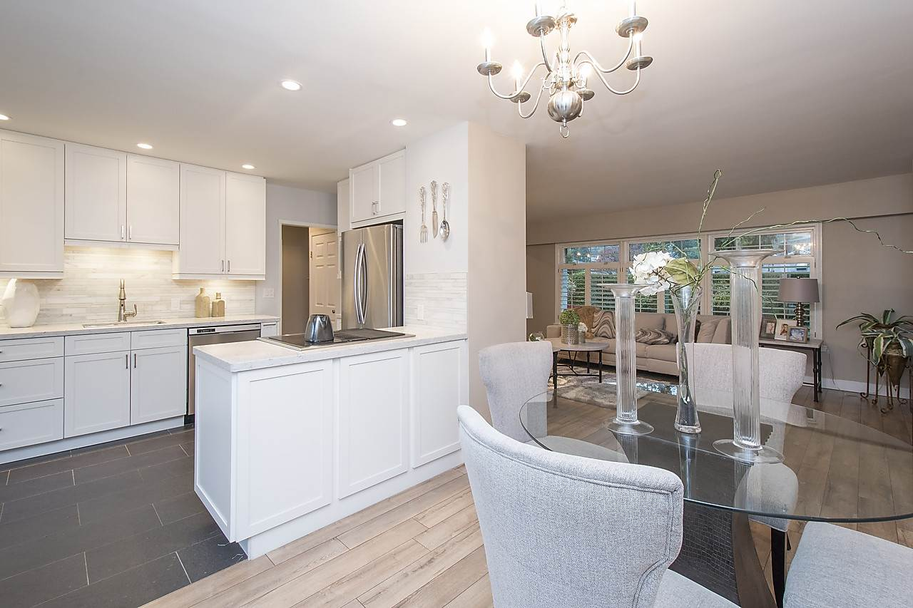 Detached at 1036 KINGS AVENUE, West Vancouver, British Columbia. Image 6