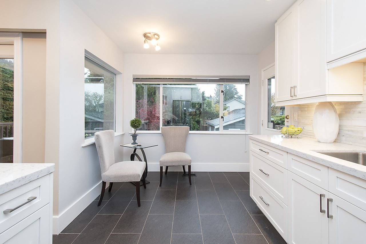 Detached at 1036 KINGS AVENUE, West Vancouver, British Columbia. Image 8