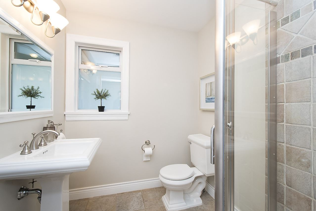 Detached at 1036 KINGS AVENUE, West Vancouver, British Columbia. Image 11