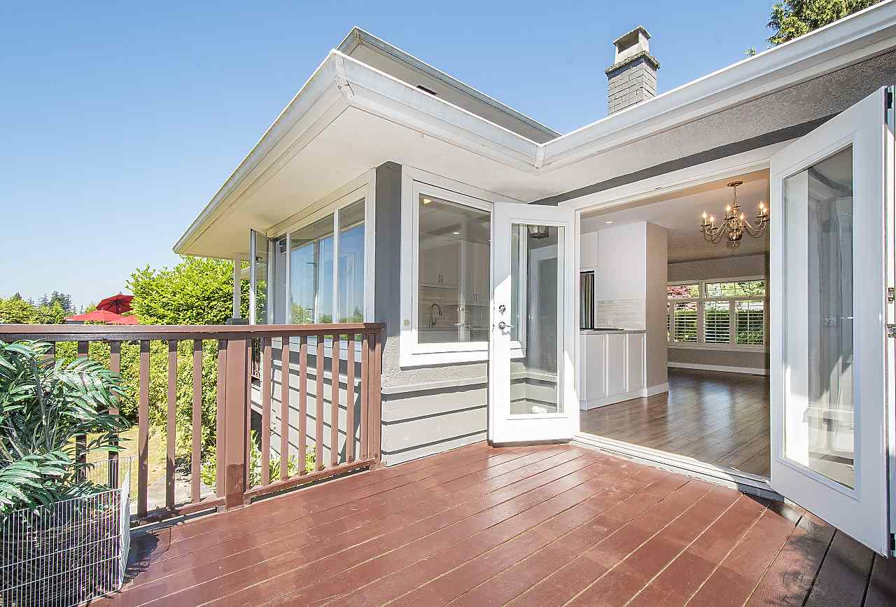 Detached at 1036 KINGS AVENUE, West Vancouver, British Columbia. Image 15