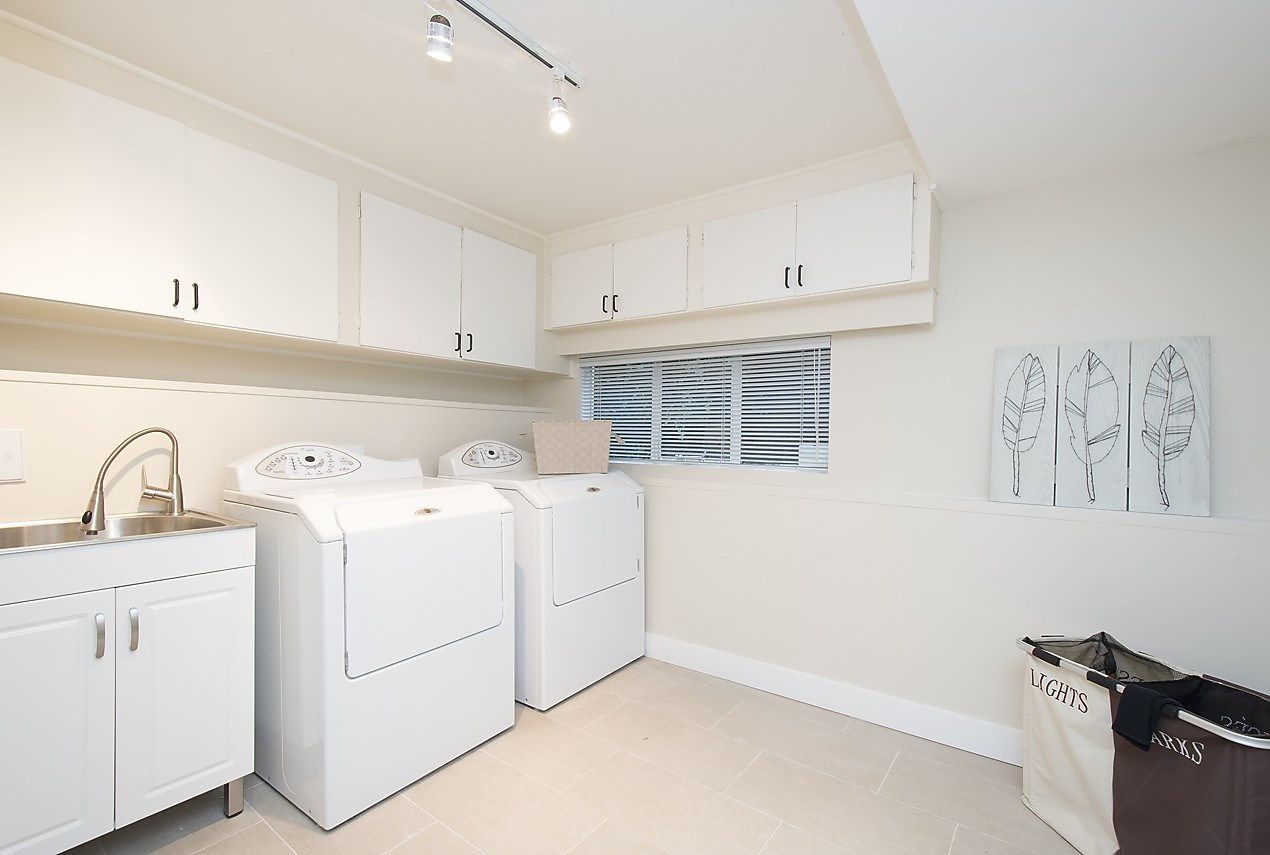 Detached at 1036 KINGS AVENUE, West Vancouver, British Columbia. Image 17