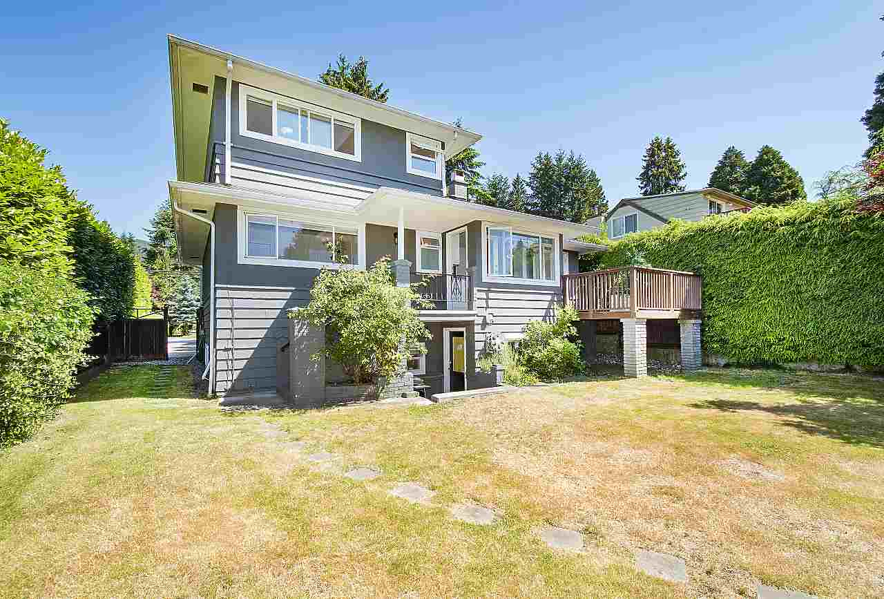 Detached at 1036 KINGS AVENUE, West Vancouver, British Columbia. Image 18