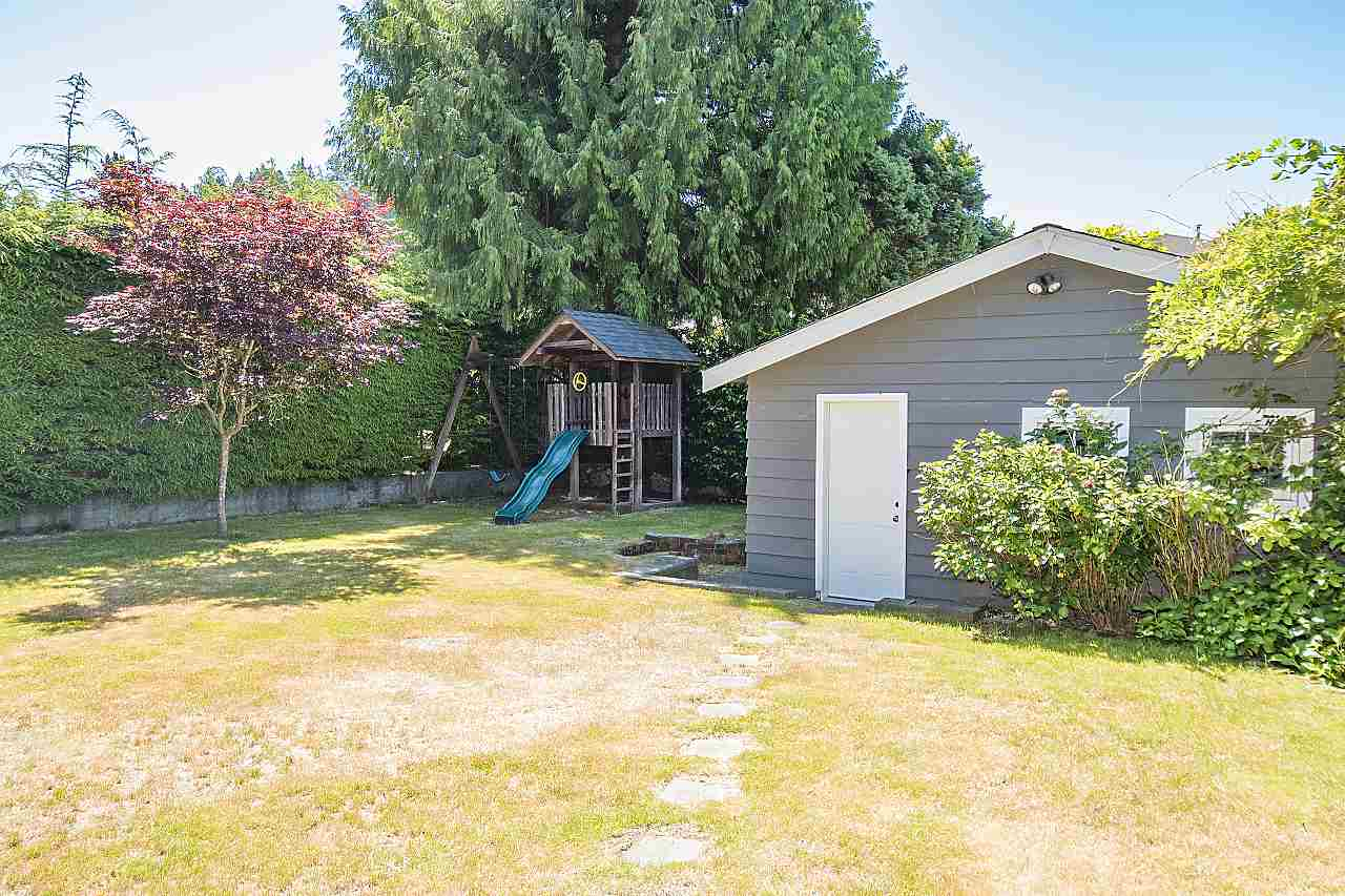 Detached at 1036 KINGS AVENUE, West Vancouver, British Columbia. Image 19