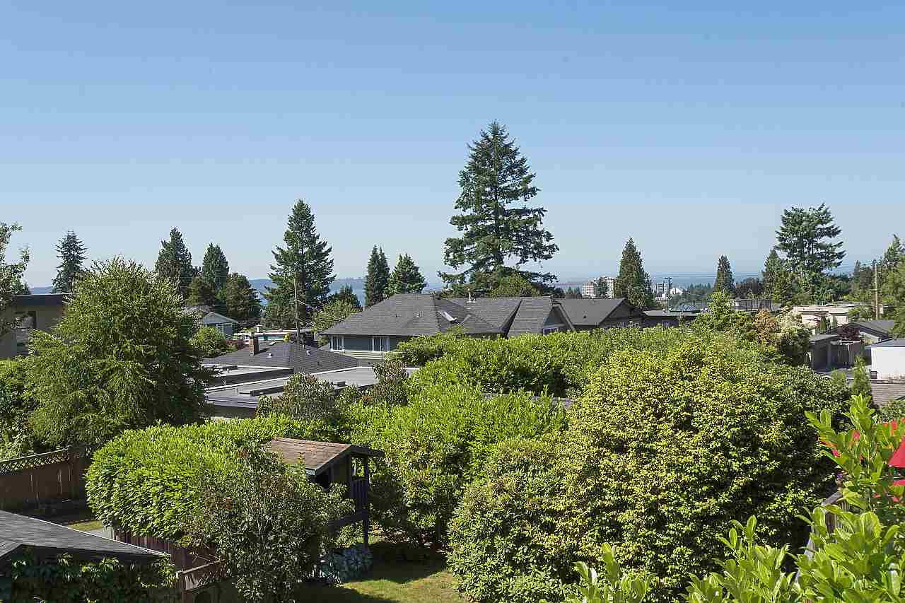 Detached at 1036 KINGS AVENUE, West Vancouver, British Columbia. Image 20