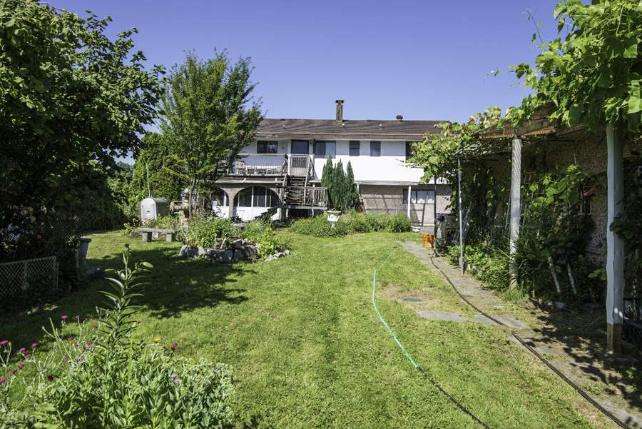 Detached at 4460 THOMPSON ROAD, Richmond, British Columbia. Image 4