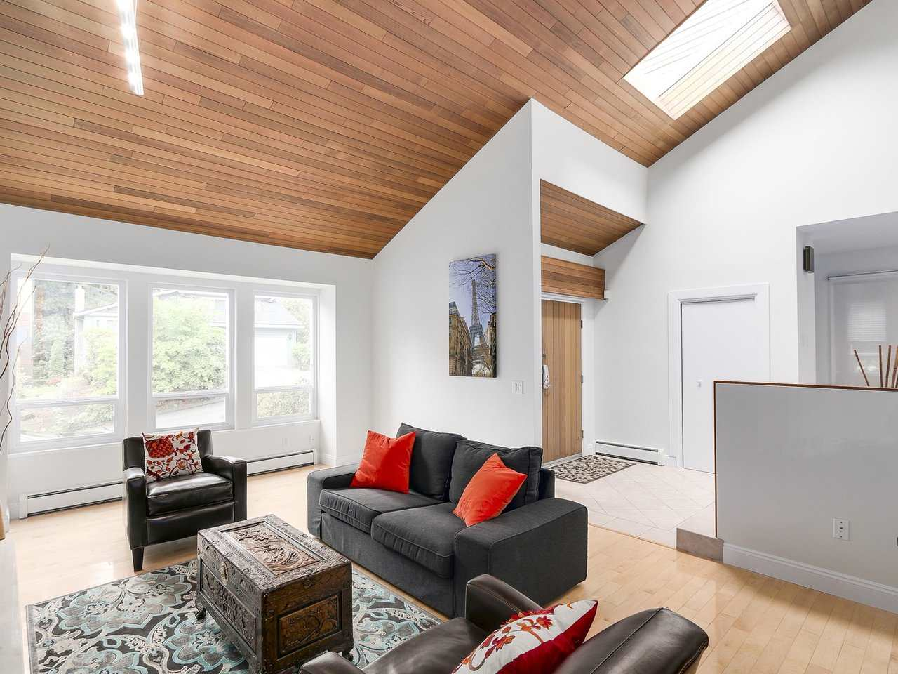 Detached at 5634 HONEYSUCKLE PLACE, North Vancouver, British Columbia. Image 3