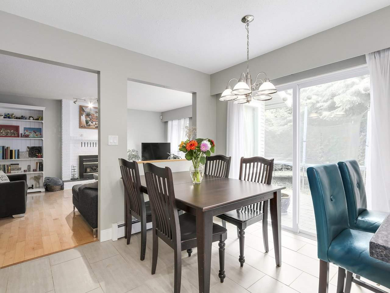 Detached at 5634 HONEYSUCKLE PLACE, North Vancouver, British Columbia. Image 8