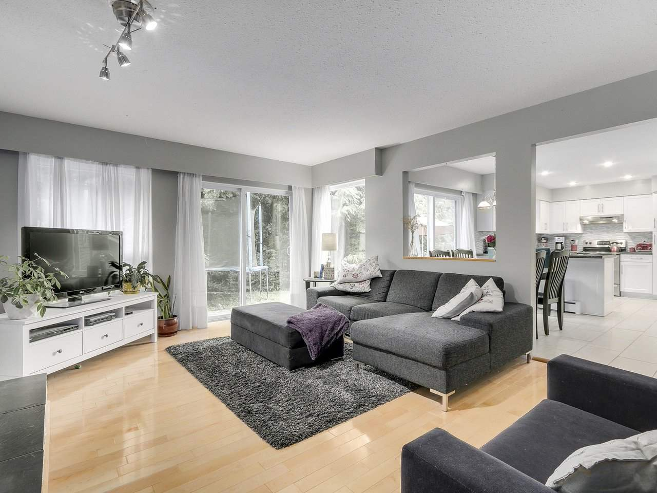Detached at 5634 HONEYSUCKLE PLACE, North Vancouver, British Columbia. Image 10