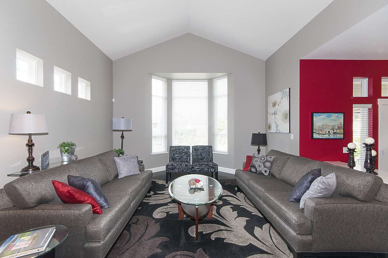 Detached at 34 SPRUCE COURT, Port Moody, British Columbia. Image 3