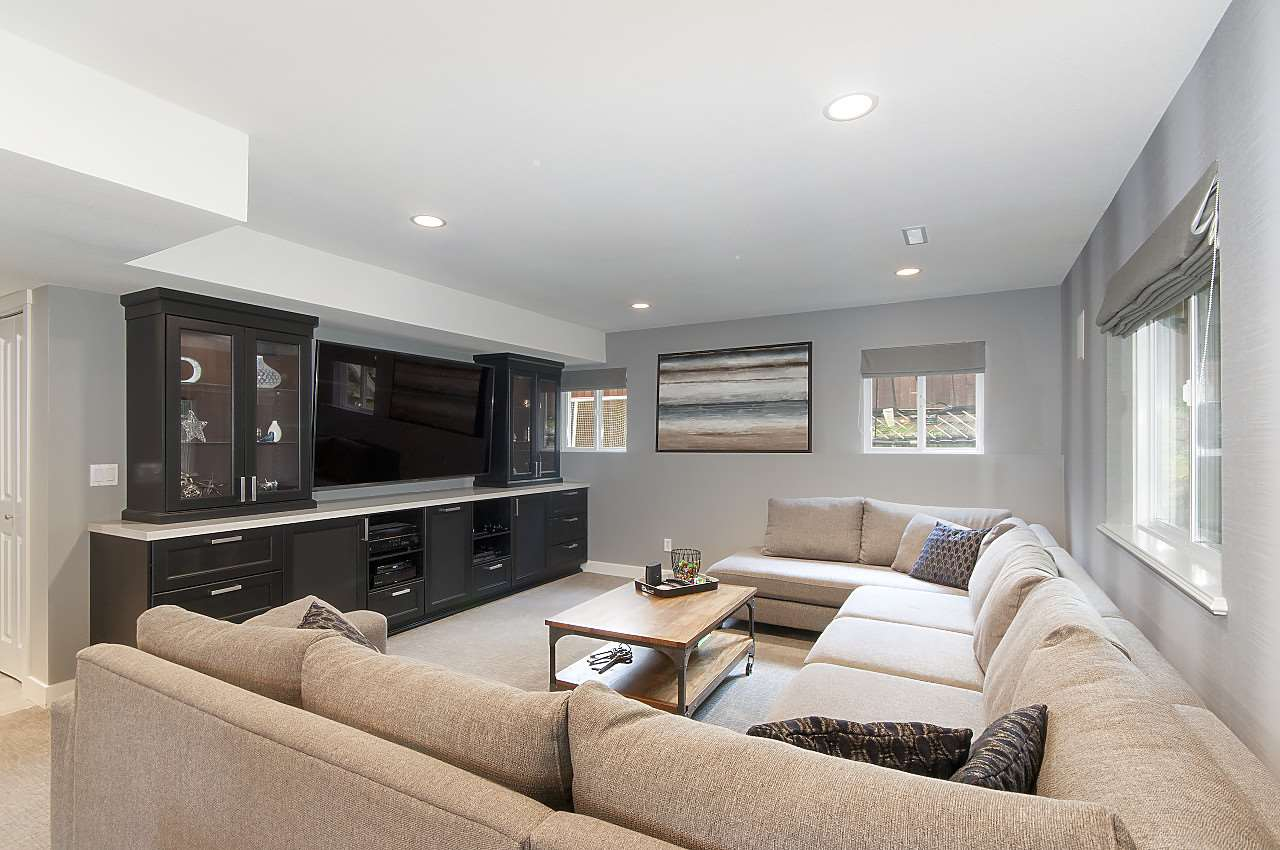 Detached at 34 SPRUCE COURT, Port Moody, British Columbia. Image 17