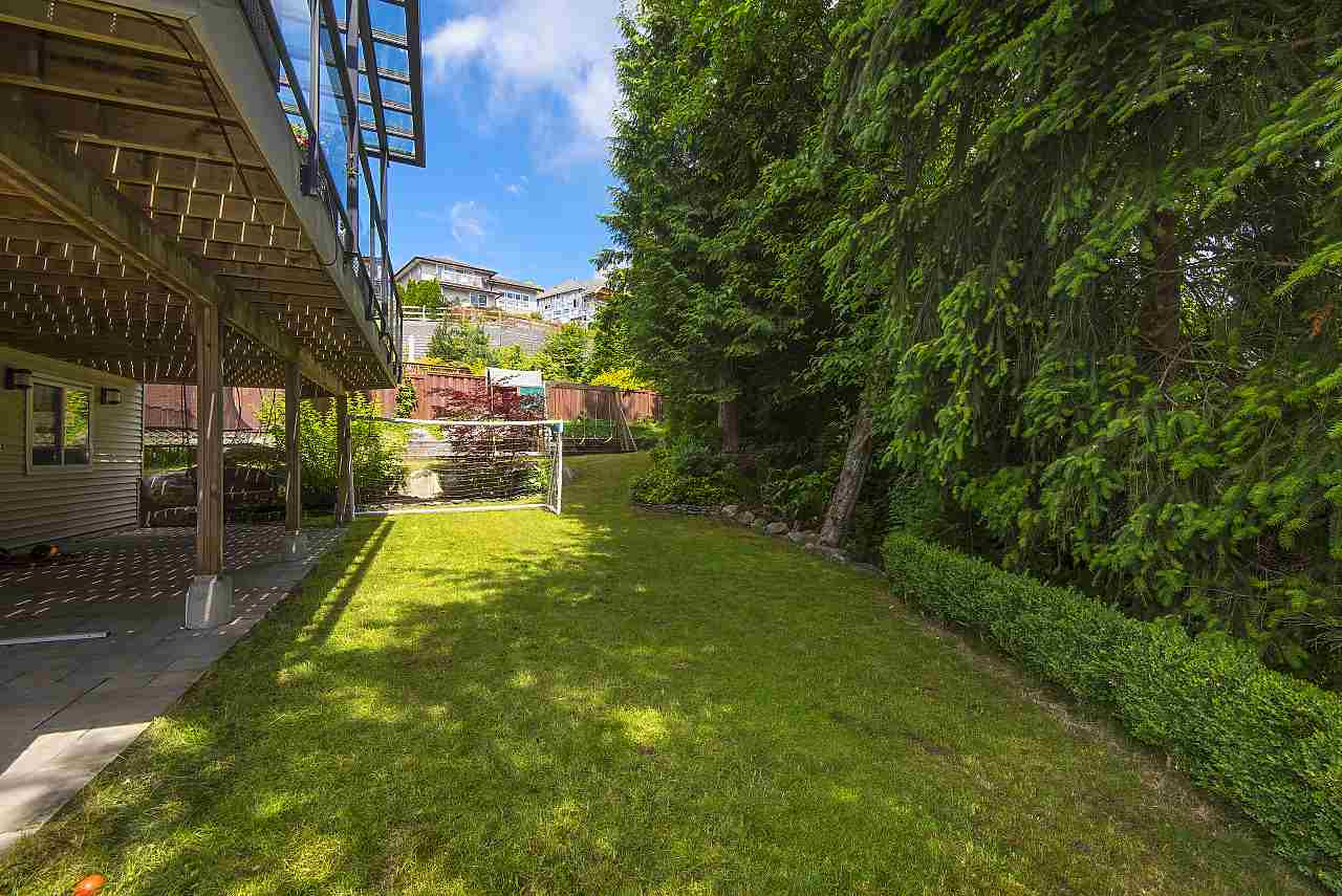 Detached at 34 SPRUCE COURT, Port Moody, British Columbia. Image 19