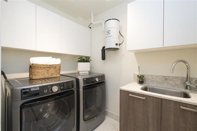 Condo Apartment at 301 522 15TH STREET, Unit 301, West Vancouver, British Columbia. Image 8