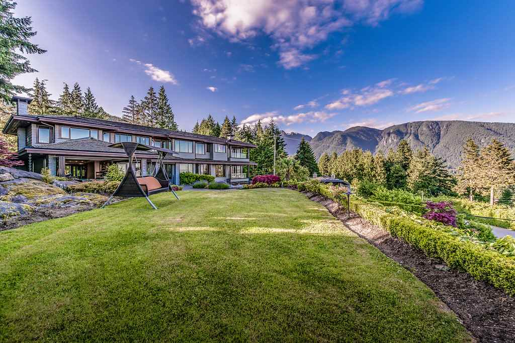 Detached at 915 GROVELAND ROAD, West Vancouver, British Columbia. Image 5