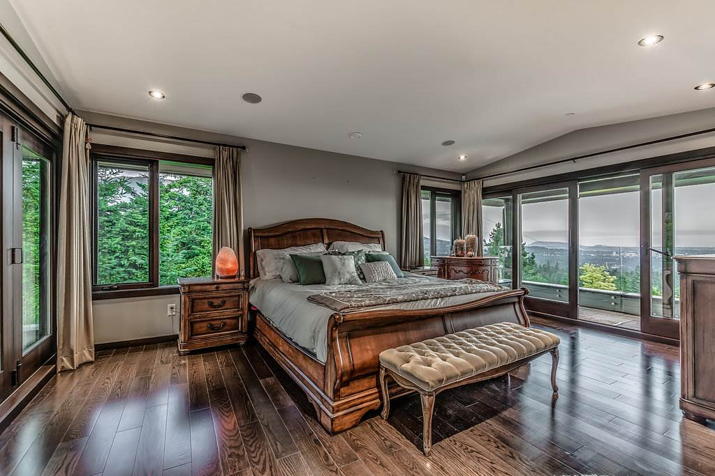 Detached at 915 GROVELAND ROAD, West Vancouver, British Columbia. Image 14