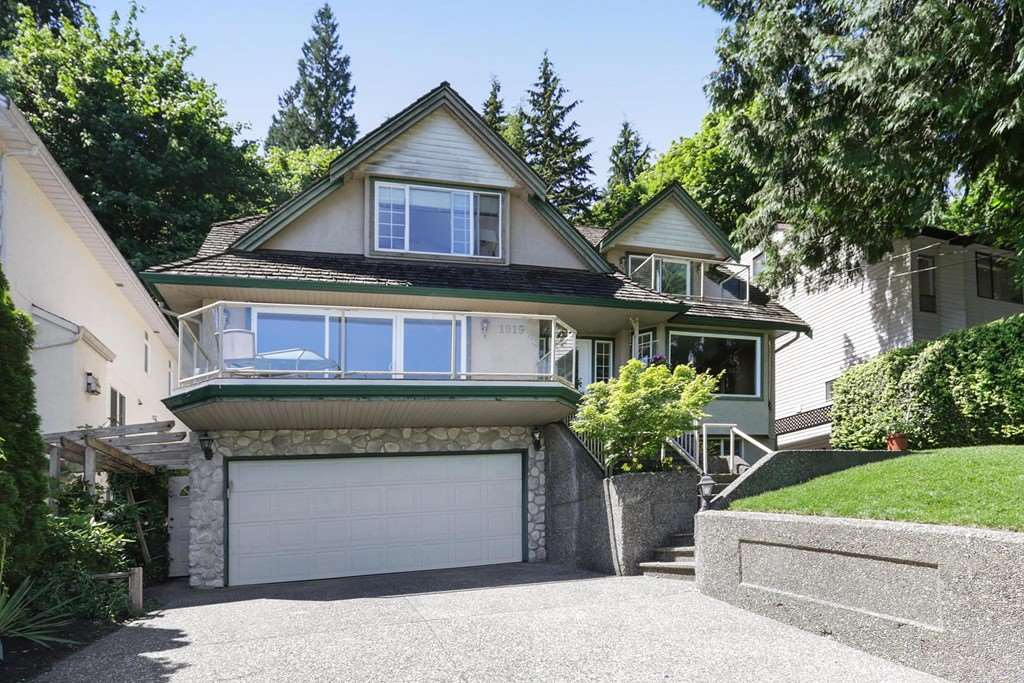 Detached at 1919 CLIFFWOOD ROAD, North Vancouver, British Columbia. Image 1