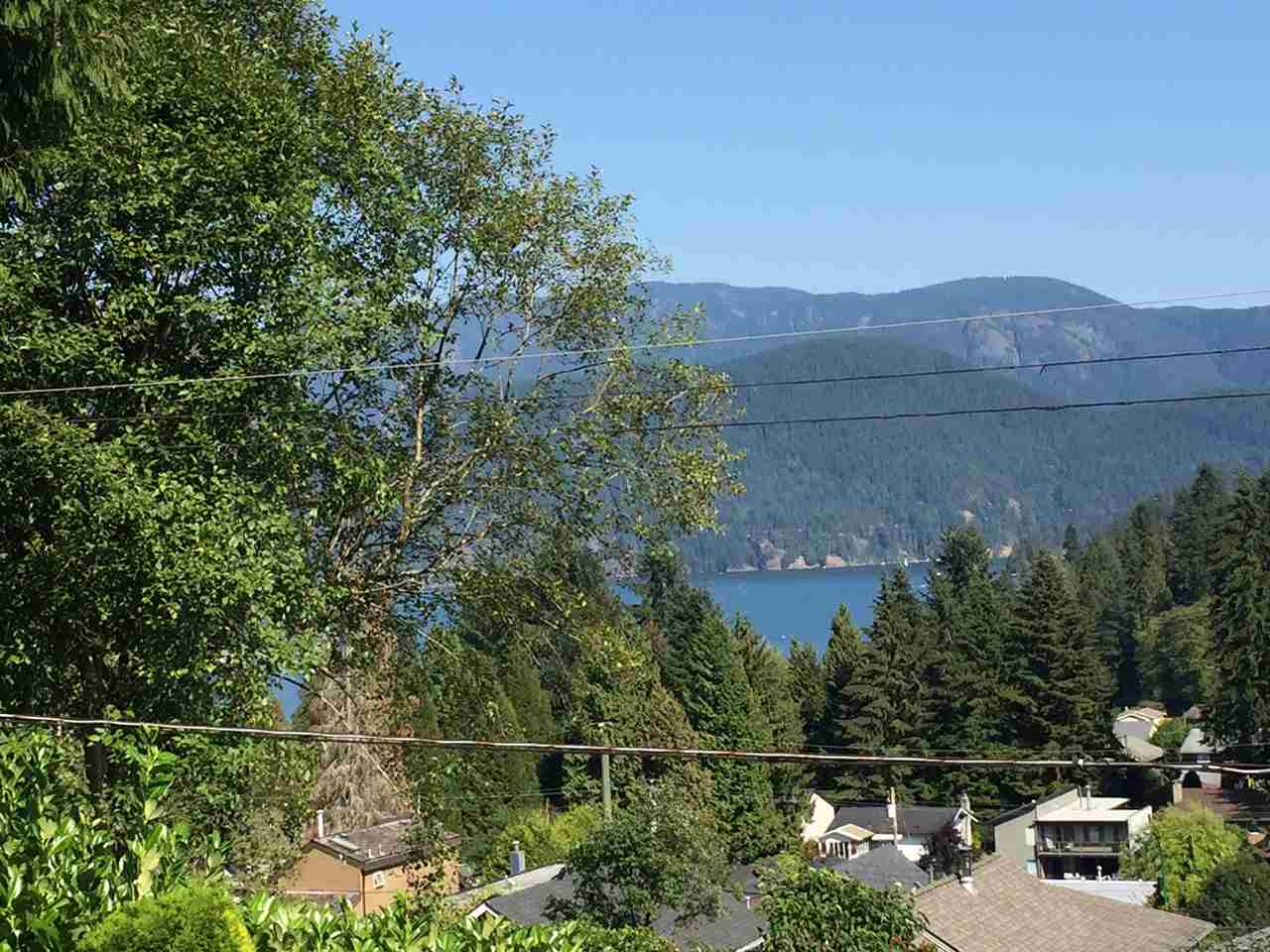 Detached at 1919 CLIFFWOOD ROAD, North Vancouver, British Columbia. Image 2