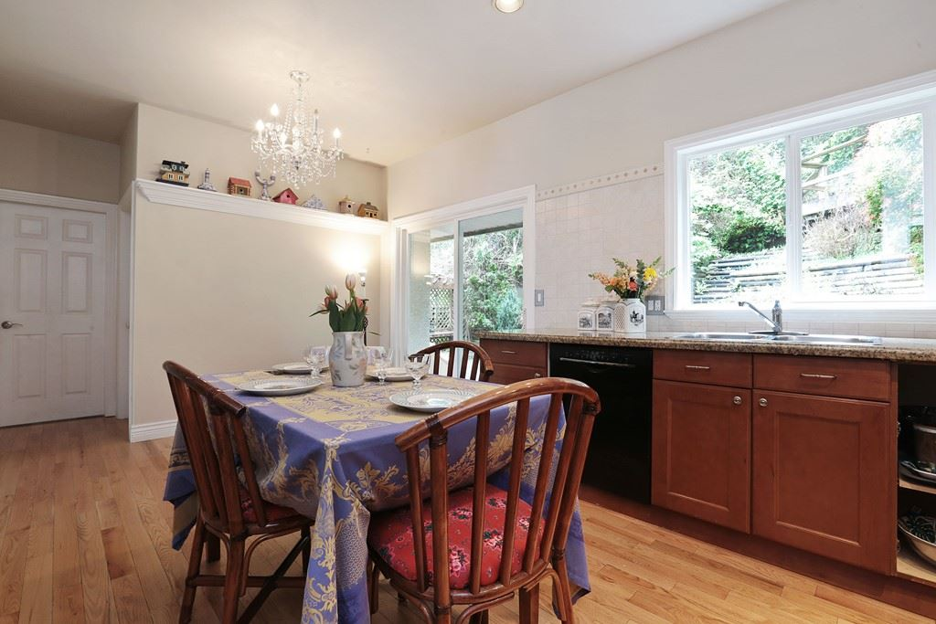 Detached at 1919 CLIFFWOOD ROAD, North Vancouver, British Columbia. Image 8