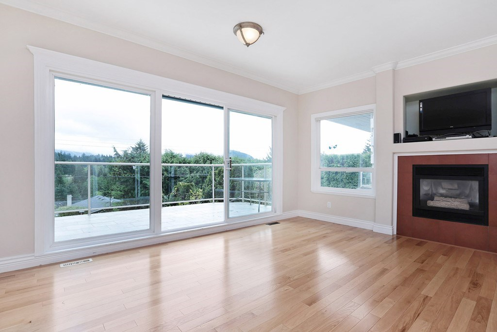 Detached at 1919 CLIFFWOOD ROAD, North Vancouver, British Columbia. Image 10