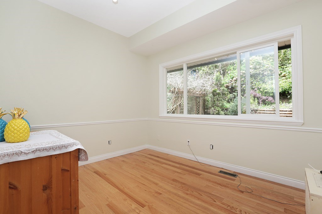 Detached at 1919 CLIFFWOOD ROAD, North Vancouver, British Columbia. Image 14