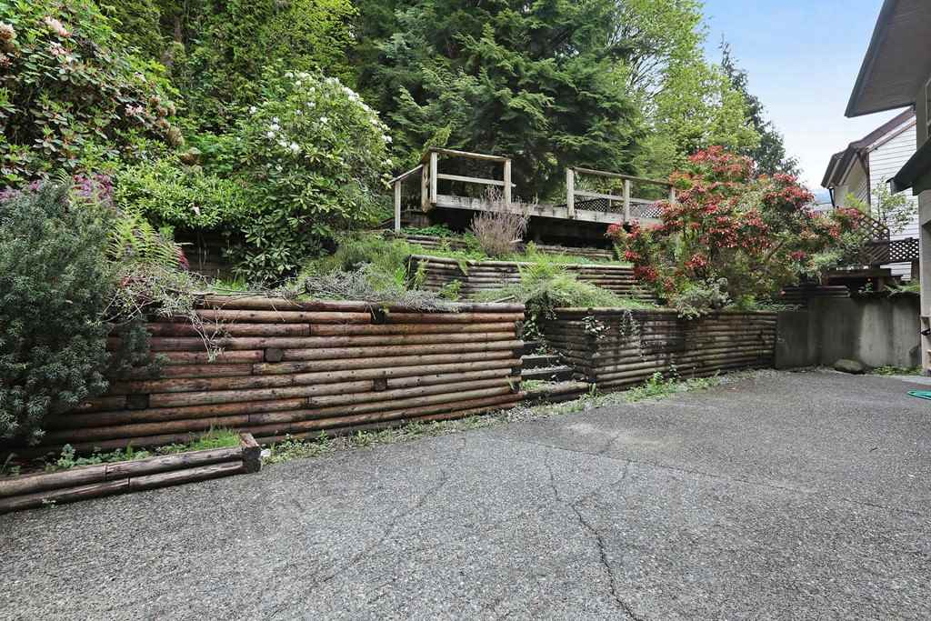 Detached at 1919 CLIFFWOOD ROAD, North Vancouver, British Columbia. Image 18