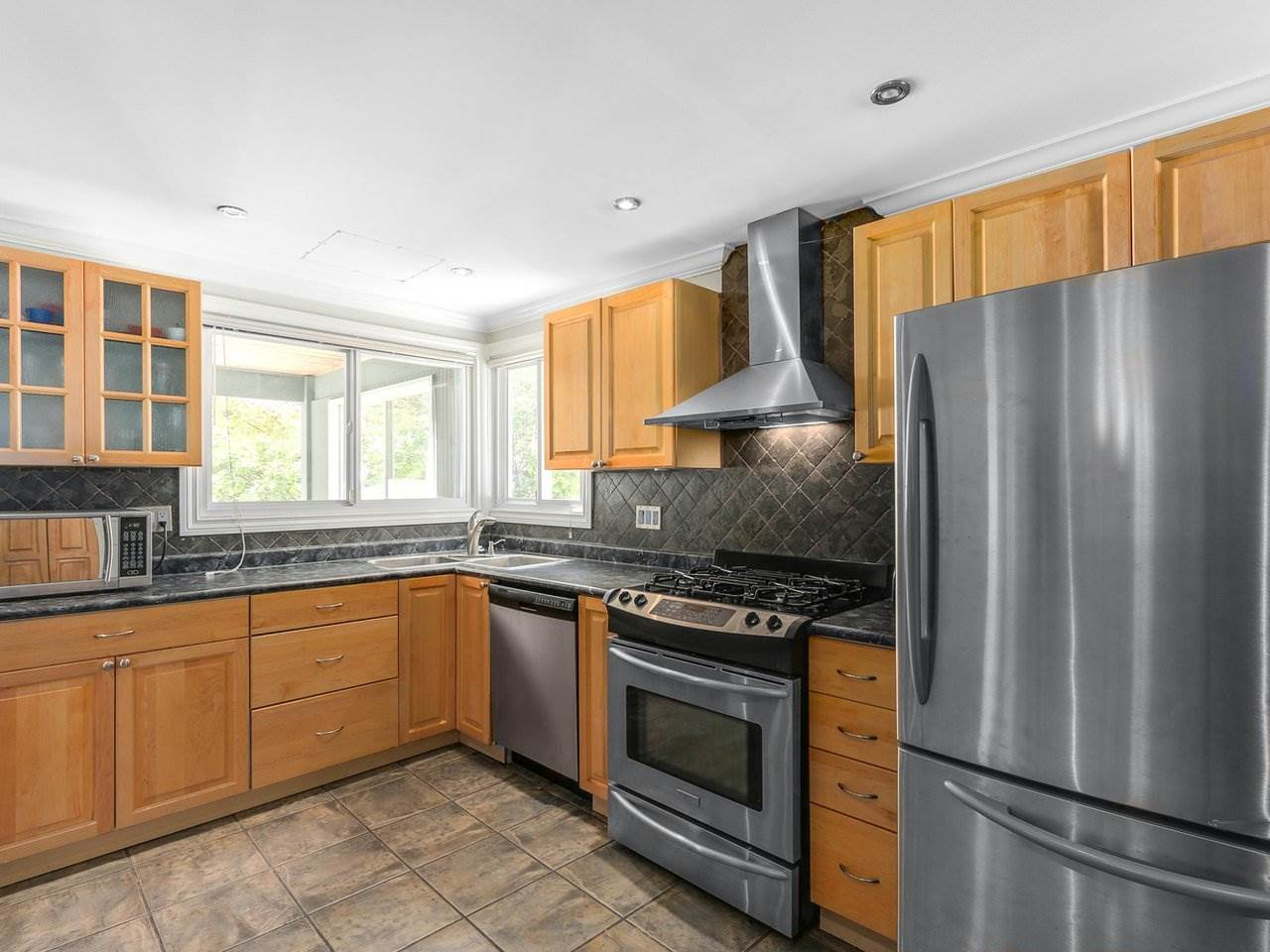 Detached at 782 ROCHESTER AVENUE, Coquitlam, British Columbia. Image 7