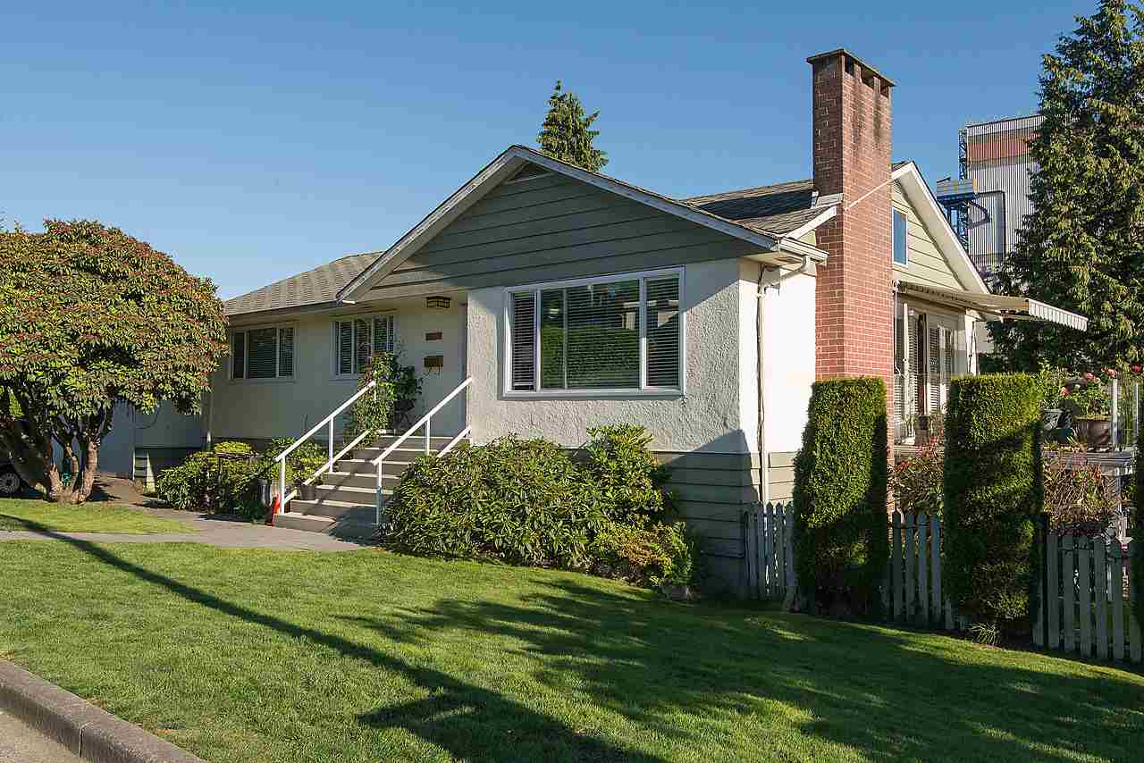 Detached at 507 E 1ST STREET, North Vancouver, British Columbia. Image 2