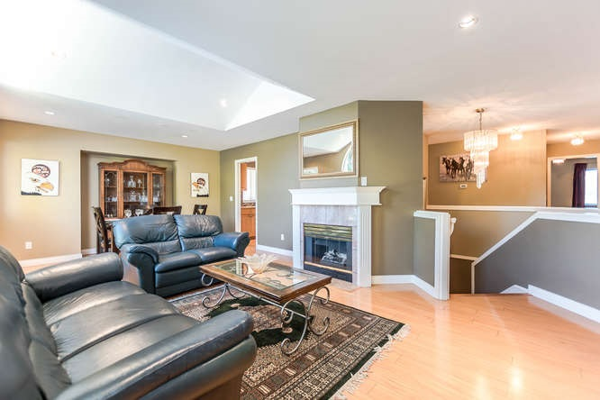 Detached at 2161 MARY HILL ROAD, Port Coquitlam, British Columbia. Image 1