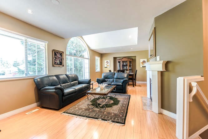 Detached at 2161 MARY HILL ROAD, Port Coquitlam, British Columbia. Image 2