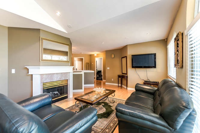 Detached at 2161 MARY HILL ROAD, Port Coquitlam, British Columbia. Image 3