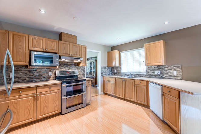 Detached at 2161 MARY HILL ROAD, Port Coquitlam, British Columbia. Image 6