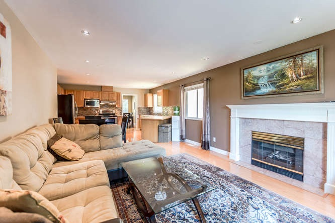 Detached at 2161 MARY HILL ROAD, Port Coquitlam, British Columbia. Image 9