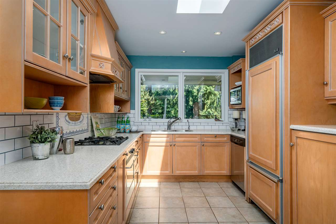 Detached at 368 ST. JAMES CRESCENT, West Vancouver, British Columbia. Image 5