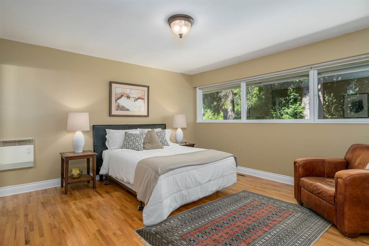Detached at 368 ST. JAMES CRESCENT, West Vancouver, British Columbia. Image 7