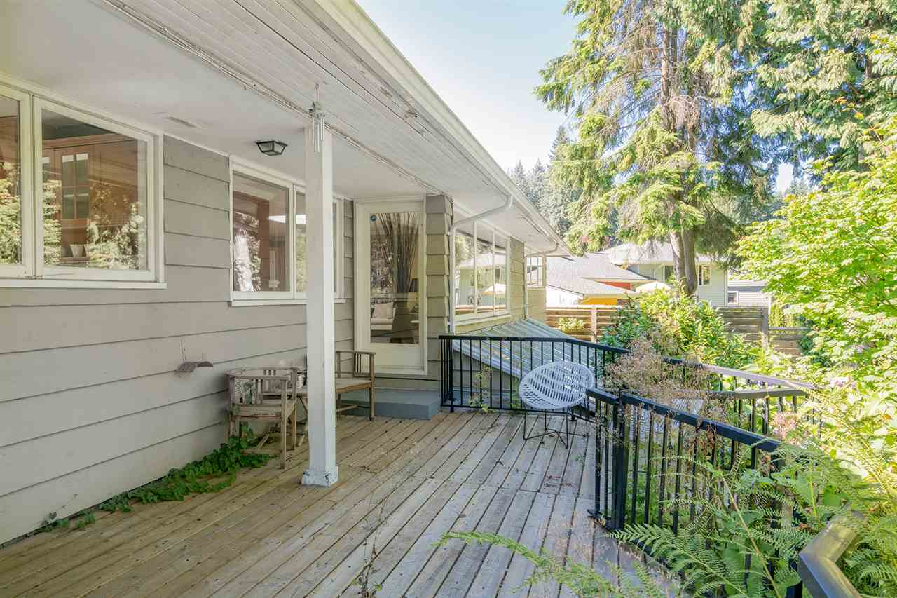 Detached at 368 ST. JAMES CRESCENT, West Vancouver, British Columbia. Image 18