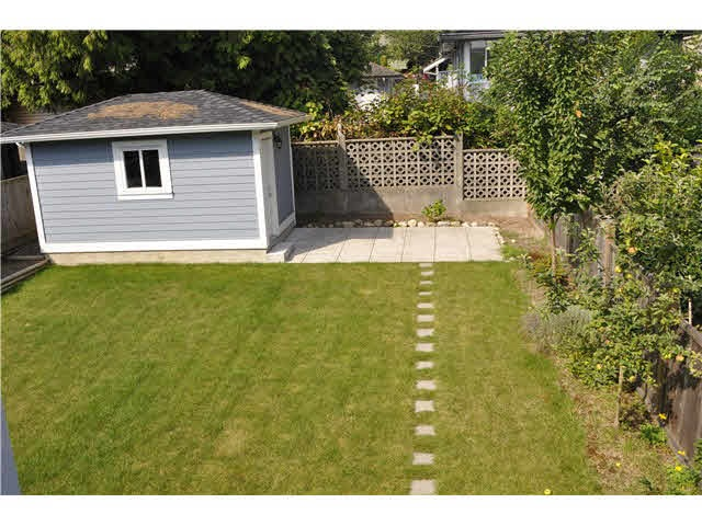 Detached at 4853 INMAN AVENUE, Burnaby South, British Columbia. Image 10