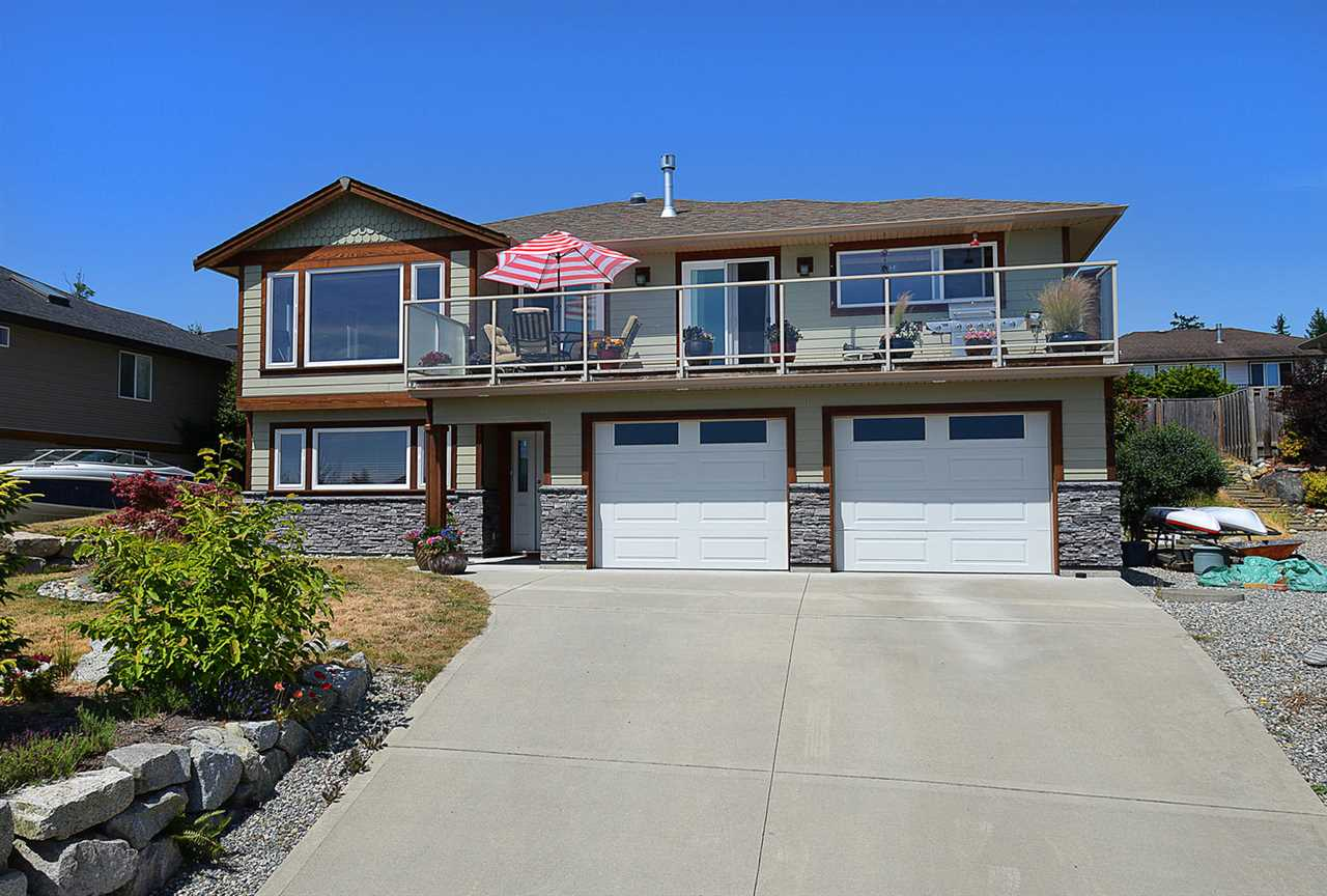 Detached at 6384 PICADILLY PLACE, Sunshine Coast, British Columbia. Image 2