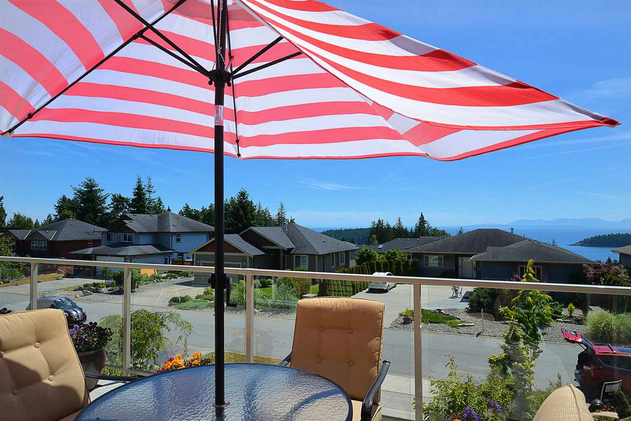 Detached at 6384 PICADILLY PLACE, Sunshine Coast, British Columbia. Image 3