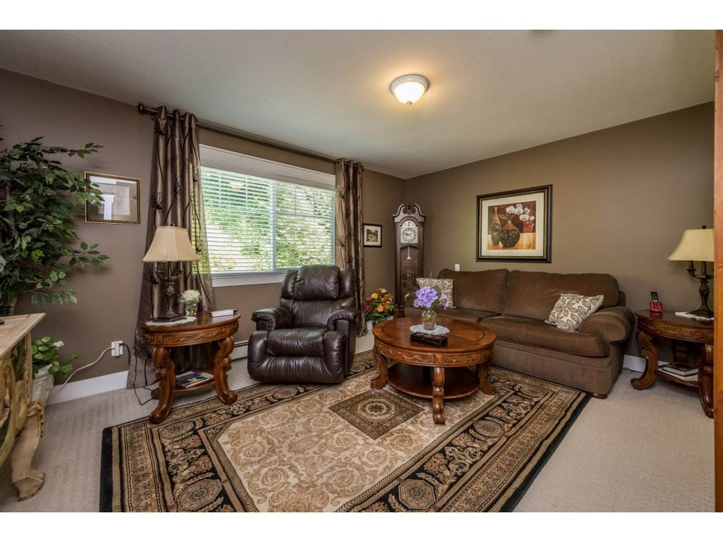 Detached at 12194 269 STREET, Maple Ridge, British Columbia. Image 11