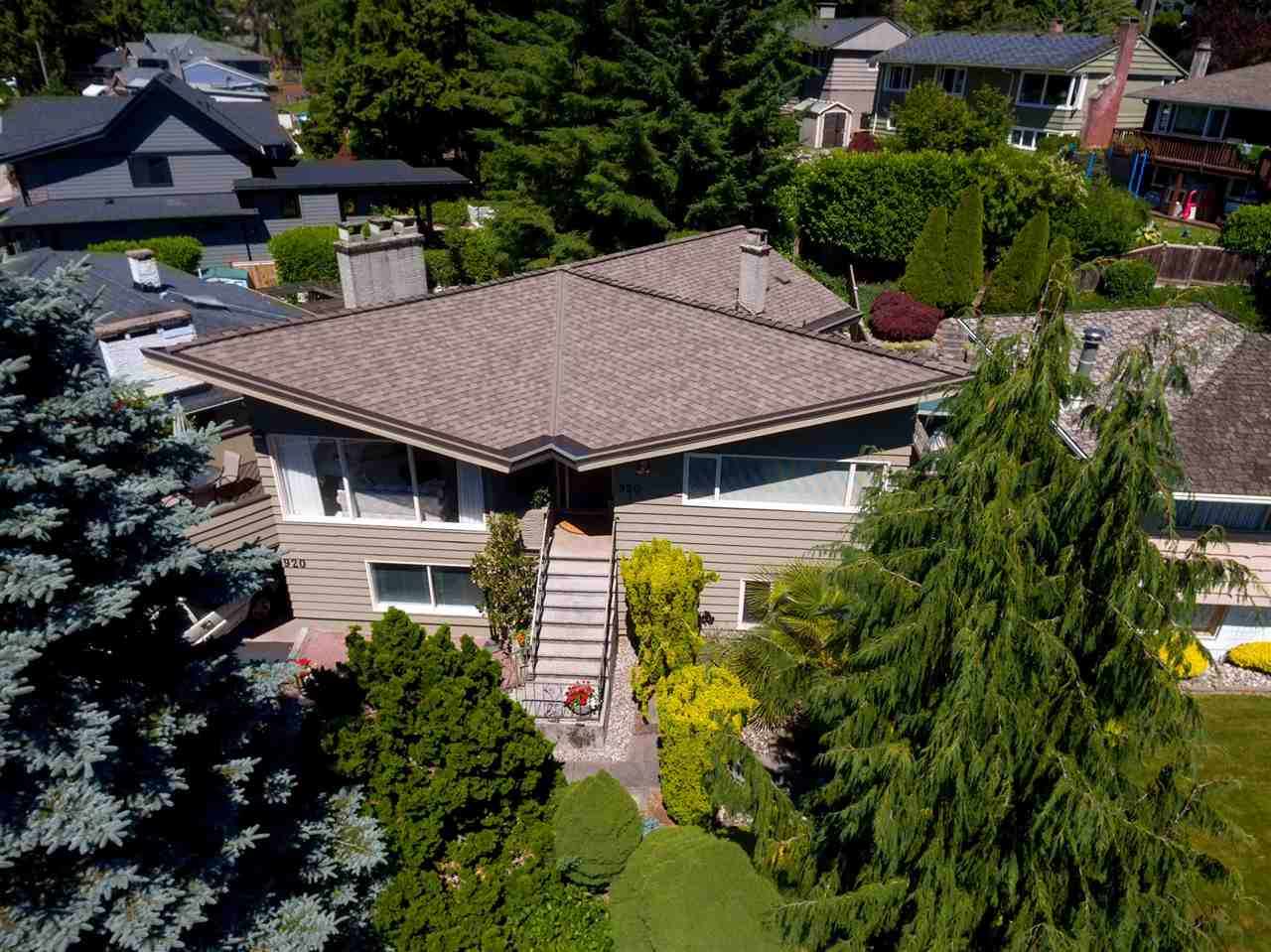 Detached at 920 BELVEDERE DRIVE, North Vancouver, British Columbia. Image 1