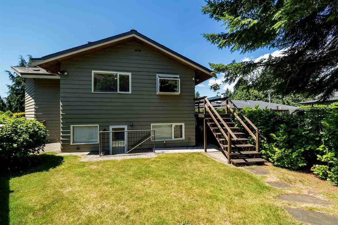 Detached at 920 BELVEDERE DRIVE, North Vancouver, British Columbia. Image 3