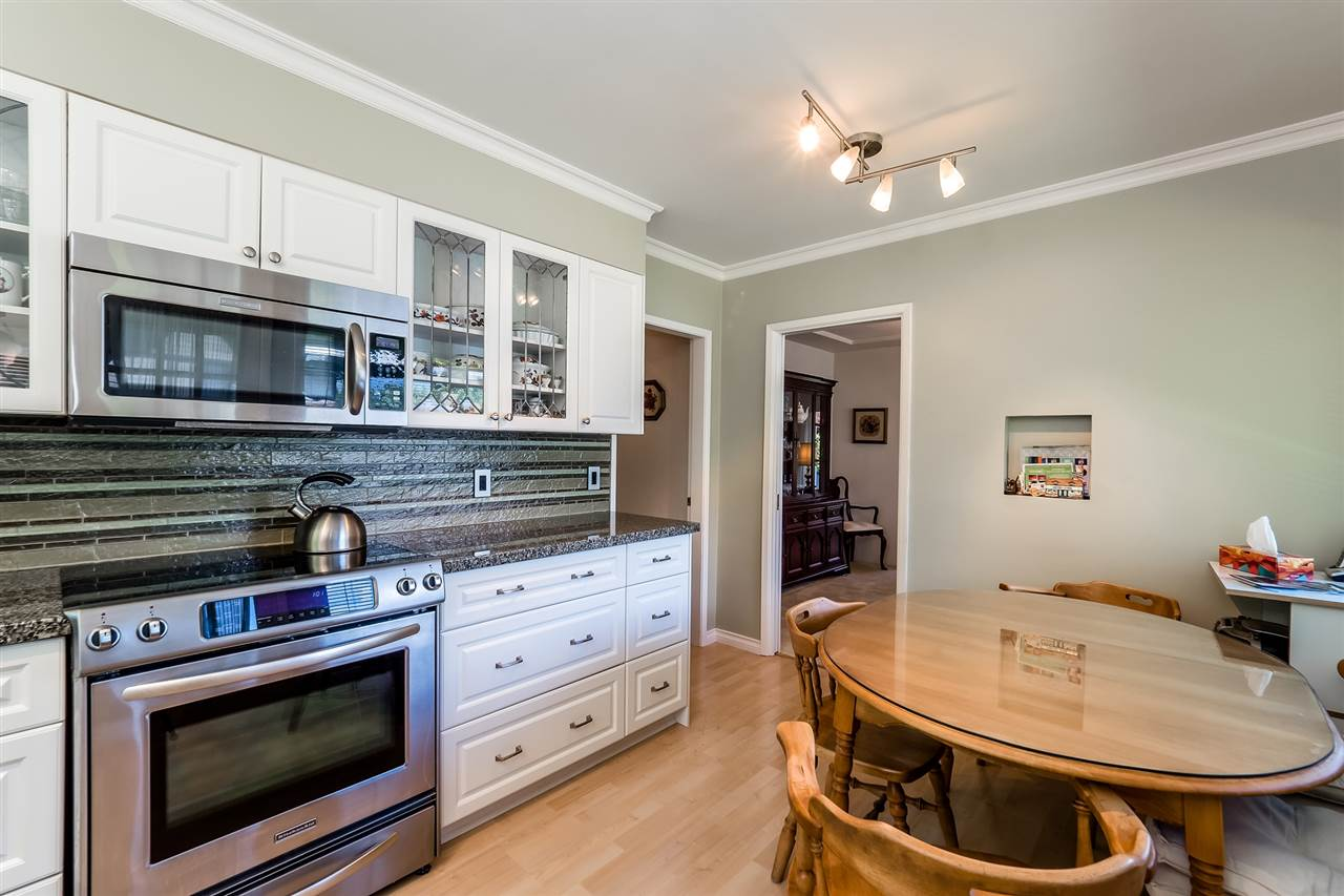 Detached at 920 BELVEDERE DRIVE, North Vancouver, British Columbia. Image 12