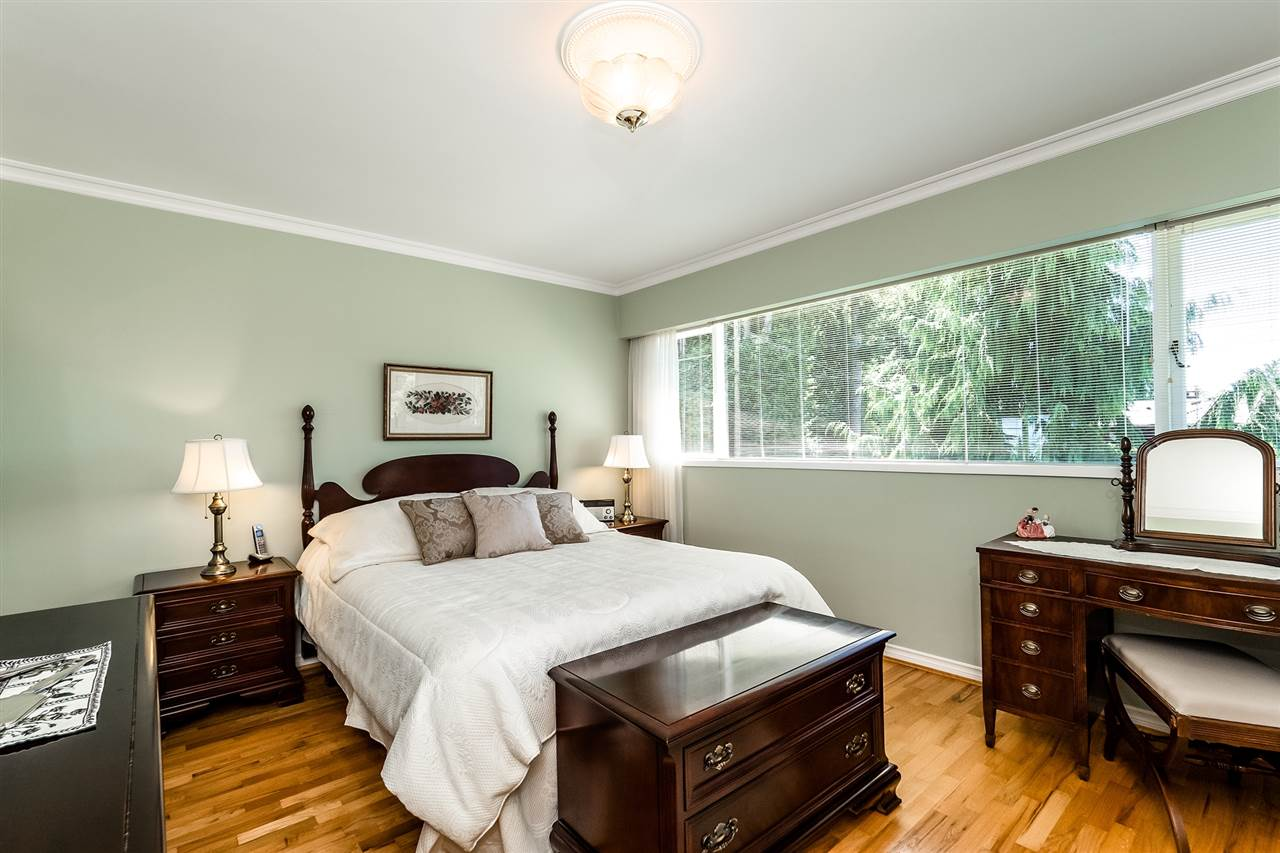 Detached at 920 BELVEDERE DRIVE, North Vancouver, British Columbia. Image 14