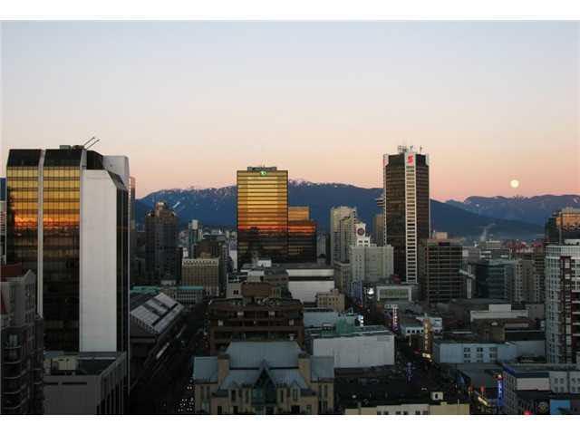 Condo Apartment at 2405 1188 HOWE STREET, Unit 2405, Vancouver West, British Columbia. Image 2
