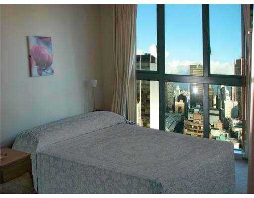 Condo Apartment at 2405 1188 HOWE STREET, Unit 2405, Vancouver West, British Columbia. Image 4
